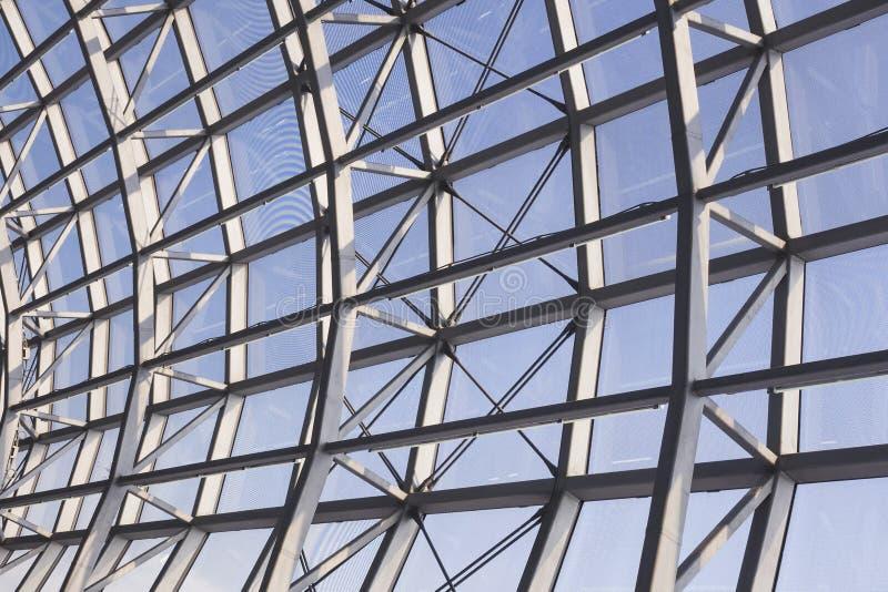 Detalle moderno de la arquitectura de la construcción de acero del tejado fotografía de archivo