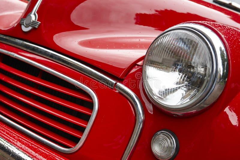 Detalle rojo clásico antiguo de la parte delantera del coche Fondo de la vendimia fotos de archivo libres de regalías