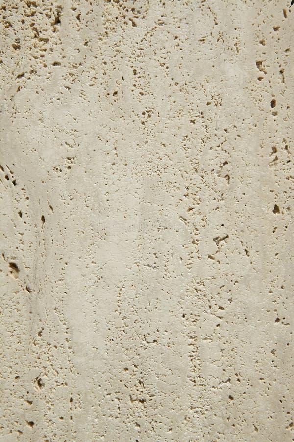 Detalle superficial de mármol del travertino en formato vertical fotos de archivo libres de regalías