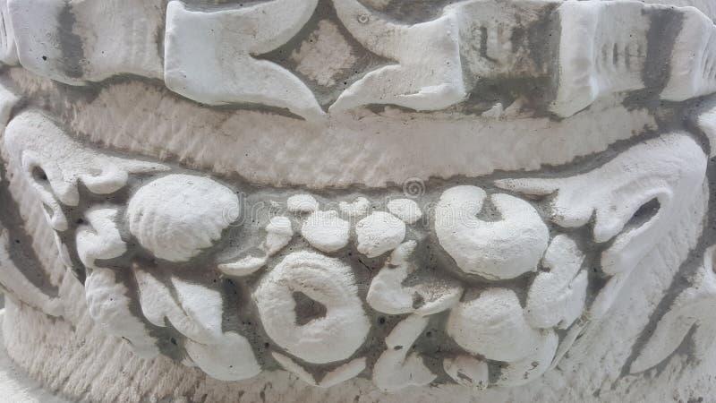 Detalles arquitectónicos antiguos en la estatua imagenes de archivo