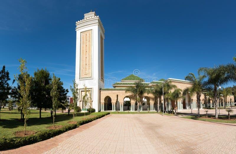 Detalles arquitectónicos tradicionales y típicos marroquíes Mezquita en Kenitra, Marruecos, África fotos de archivo libres de regalías