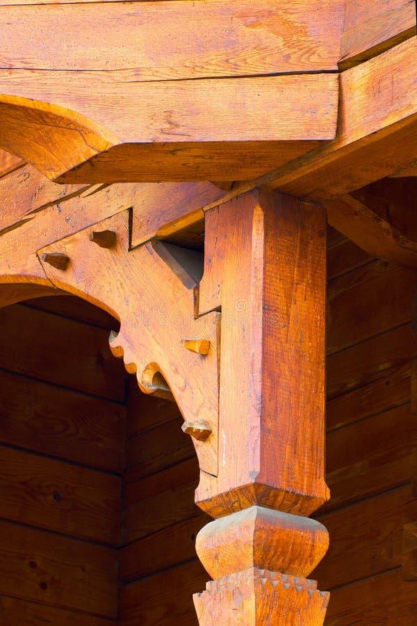Detalles constructivos de una iglesia de madera de Rumania imagenes de archivo