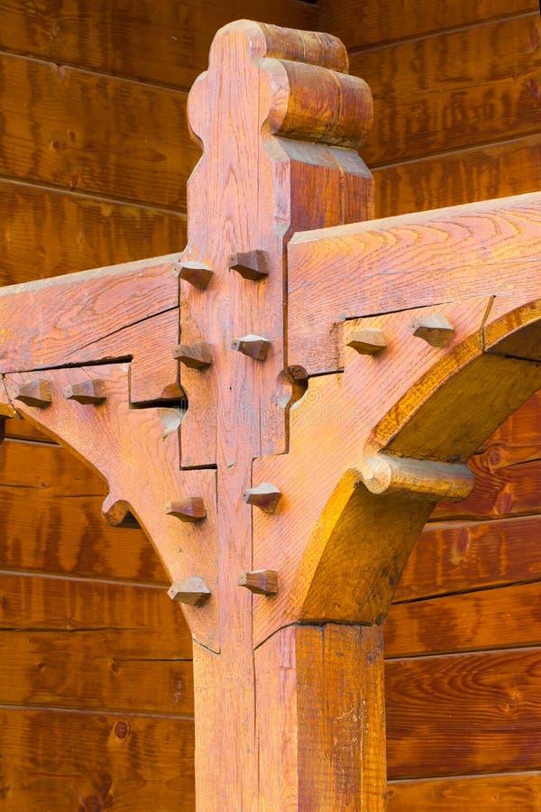 Detalles constructivos de una iglesia de madera de Rumania fotografía de archivo