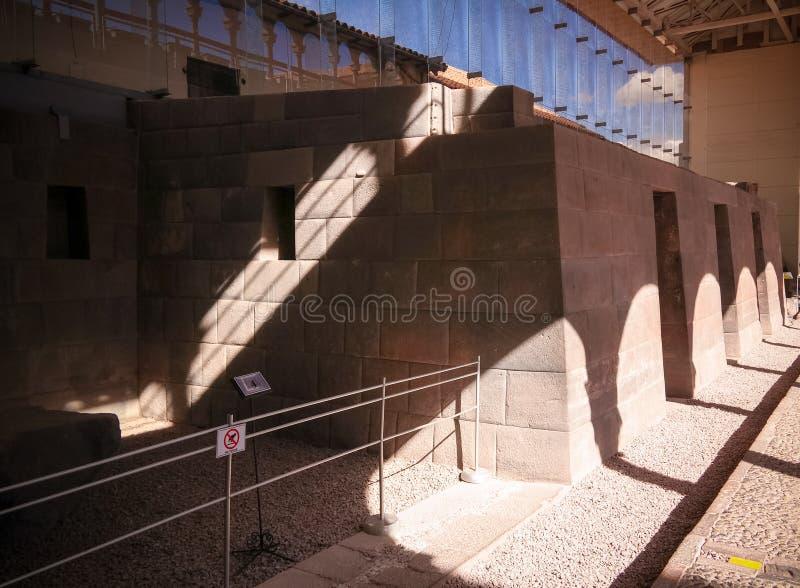 Detalles de la albañilería de Coricancha, templo famoso en Inca Empire, Cuzco, Perú imagenes de archivo