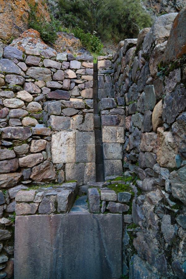Detalles de la alba?iler?a de piedra en el sitio arqueol?gico de Ollantaytambo, Cuzco, Per? foto de archivo