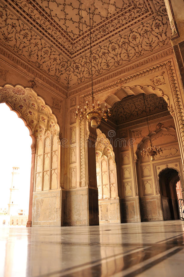 Detalles de la arquitectura de la mezquita de Badshahi, Lahore fotos de archivo