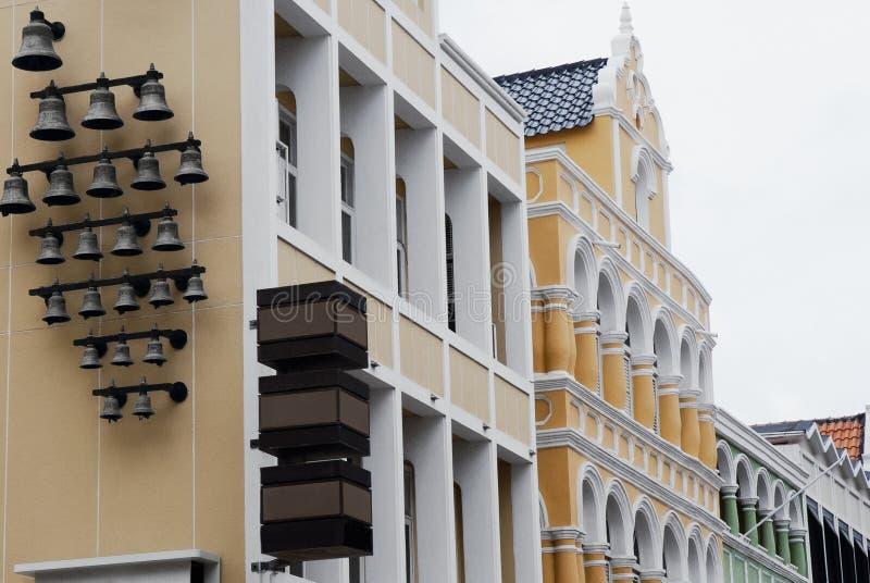 Detalles de la arquitectura de las casas del colonial en Willemstad, Curaçao fotos de archivo