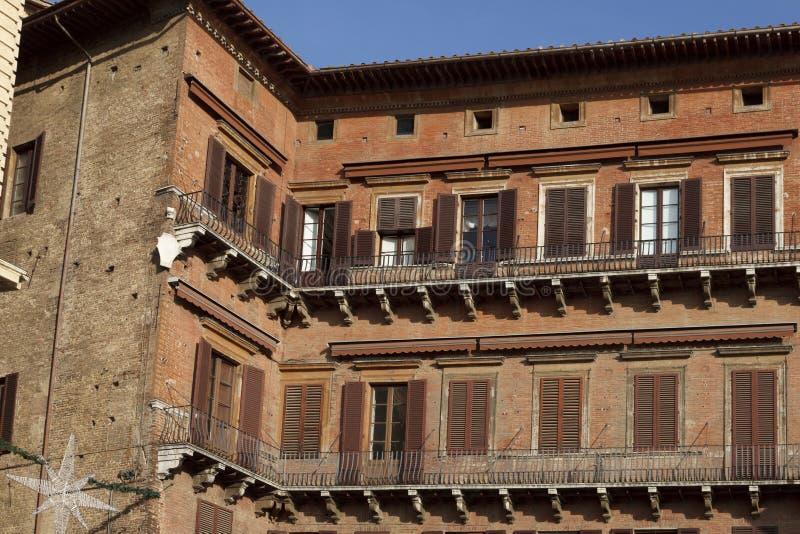 Detalles de la arquitectura en la plaza Del Campo, Siena fotos de archivo libres de regalías