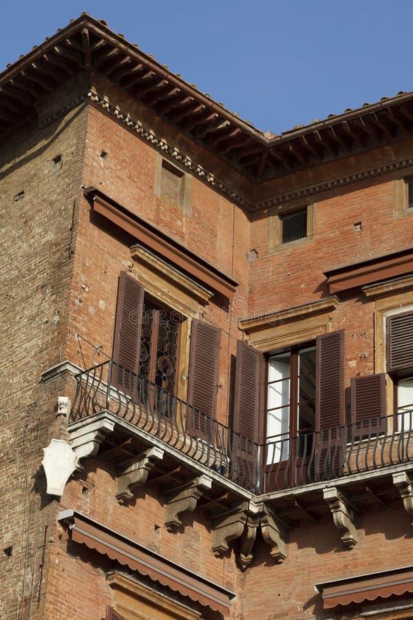Detalles de la arquitectura en la plaza Del Campo, Siena imagen de archivo