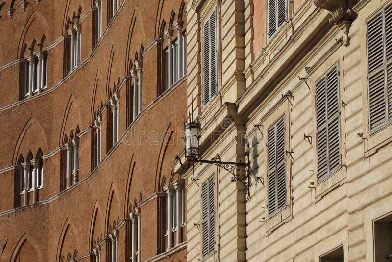 Detalles de la arquitectura en la plaza Del Campo, Siena imágenes de archivo libres de regalías
