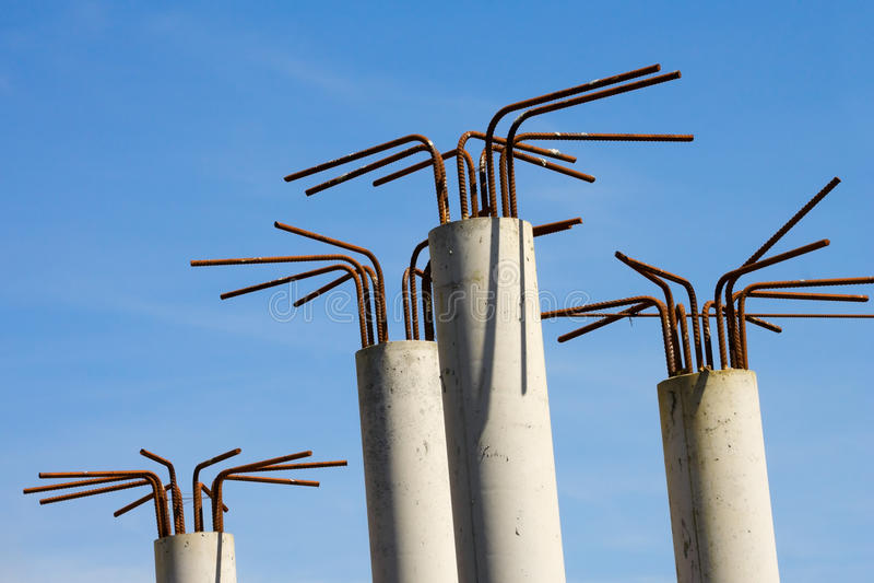Detalles de la construcción de los pilares concretos fotos de archivo