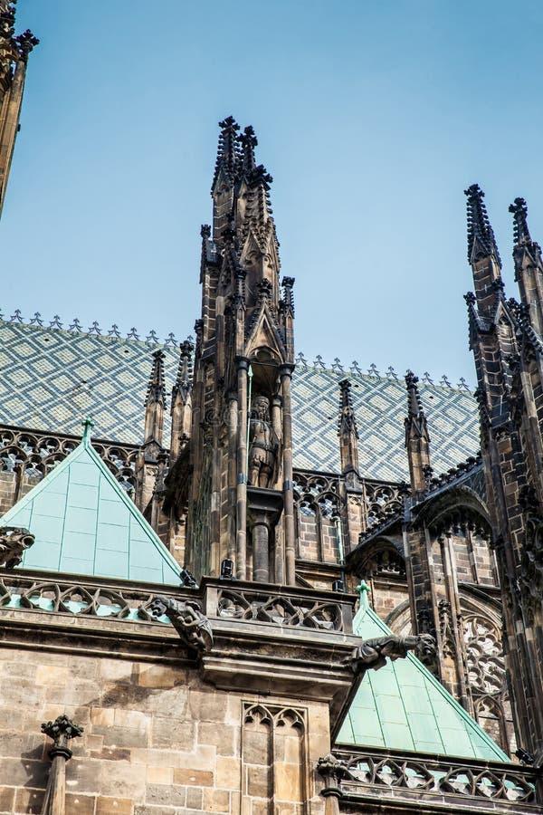 Detalles de la fachada de la catedral metropolitana de los santos Vitus, Wenceslaus y Adalbert imagen de archivo libre de regalías