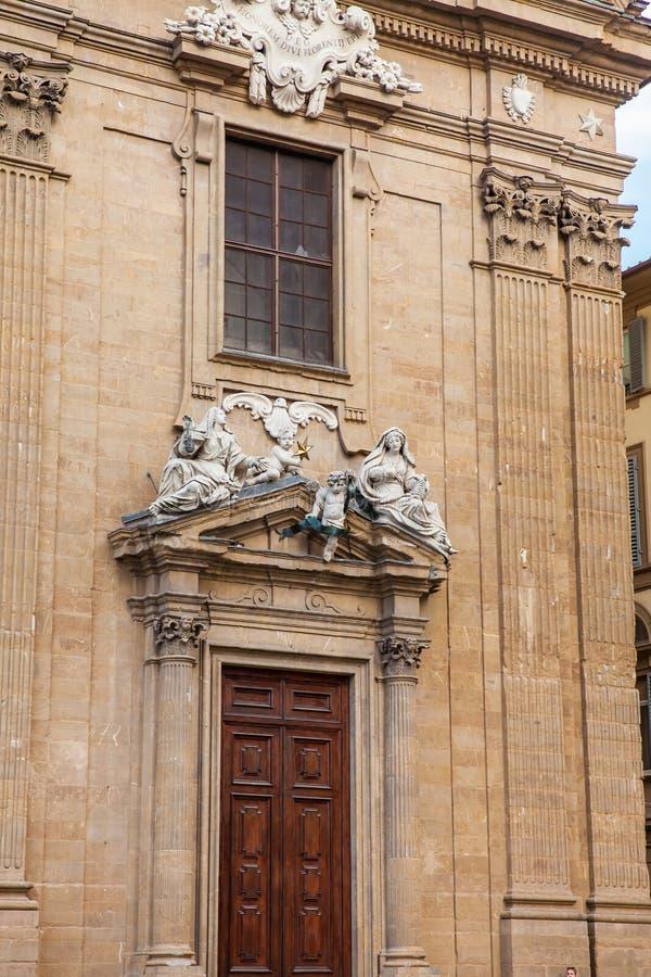 Detalles de la fachada del complejo de San Firenze fotografía de archivo