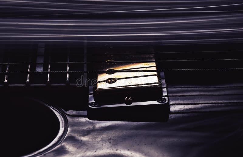 Detalles de la guitarra eléctrica fotografía de archivo