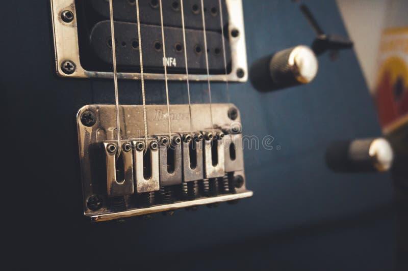 Detalles de la guitarra eléctrica fotos de archivo libres de regalías