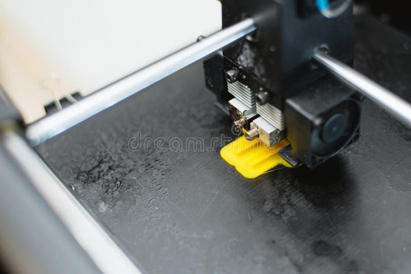 detalles de la impresi?n 3d impresora 3d para imprimir los juguetes multicolores imagen de archivo libre de regalías
