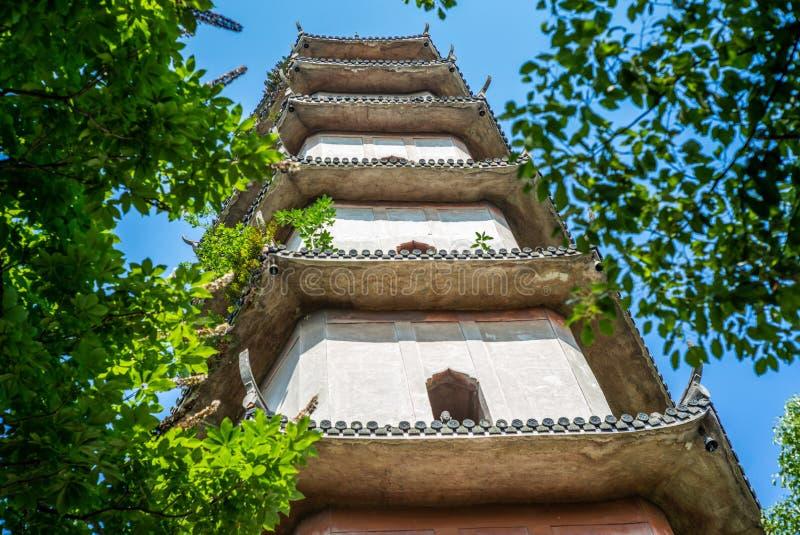 Detalles de la pagoda del oeste en la isla de Jiangxin en Wenzhou en China - 1 imágenes de archivo libres de regalías