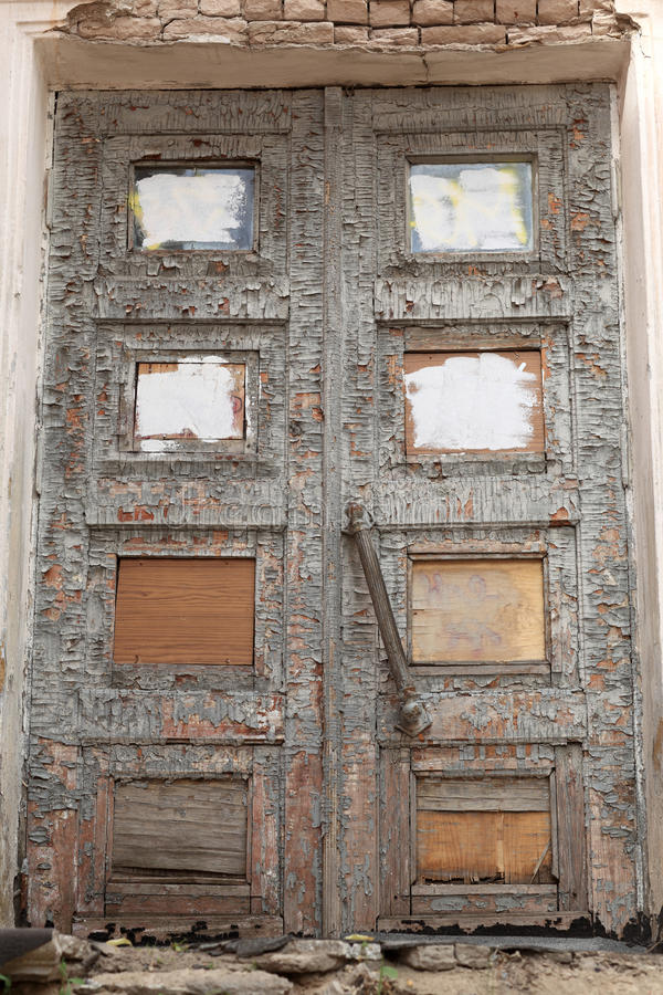 Detalles de la puerta arruinada vieja imagenes de archivo