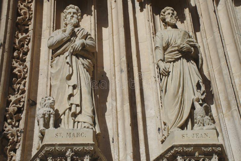 Detalles de la puerta del santo-Maclou de la iglesia, en Ruán, Normandía St Marc y St Jean fotos de archivo