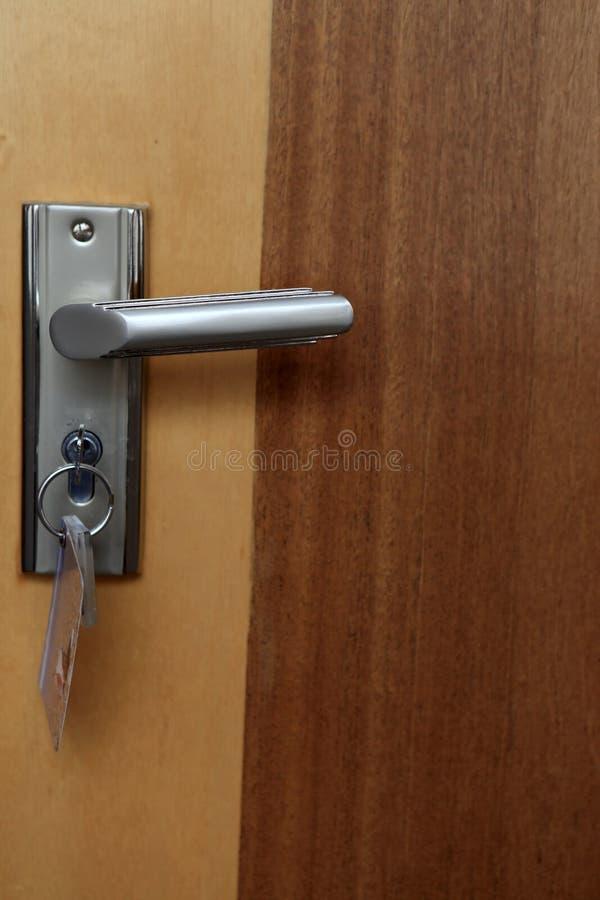 Detalles de la puerta marrón imagen de archivo