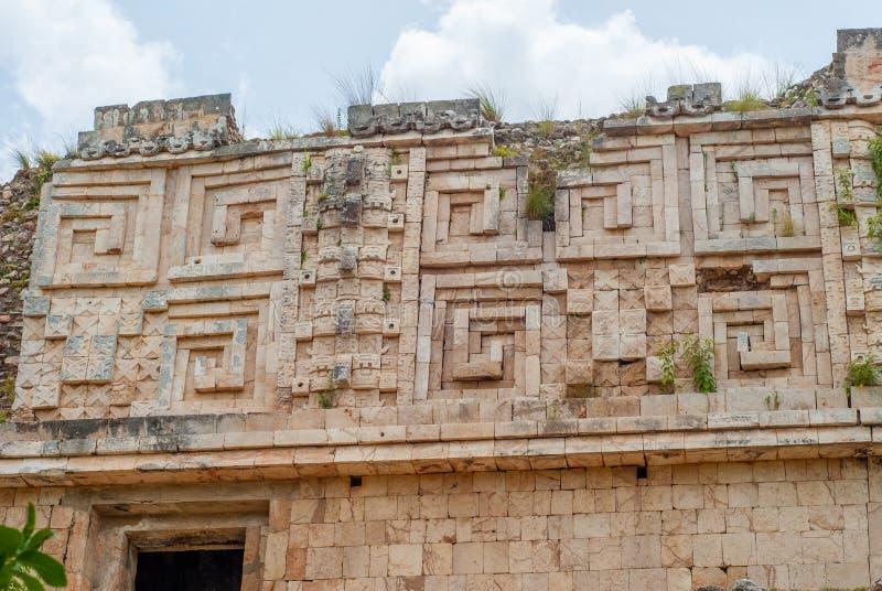 Detalles de las decoraciones de templos, en el ?rea arqueol?gica de Uxmal imagen de archivo libre de regalías