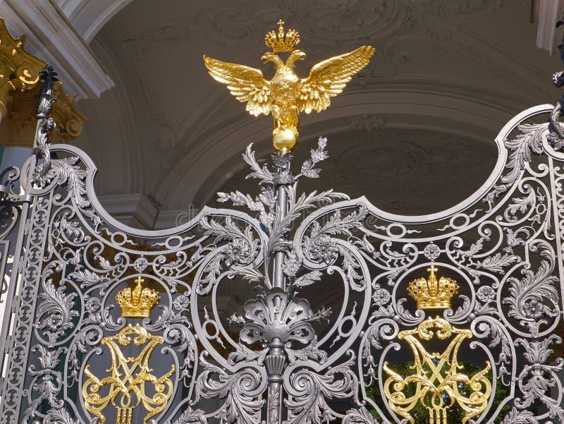 Detalles de las puertas del museo de ermita del estado St Petersburg, Rusia fotos de archivo