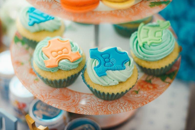 Download Detalles De Una Primera Torta De Cumpleaños Del Año En Azul Imagen de archivo - Imagen de alimento, lechería: 64209045
