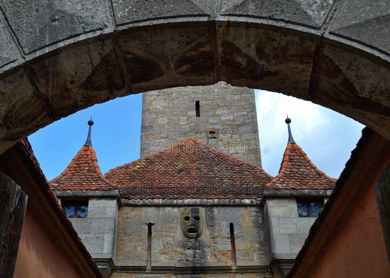 Detalles de una puerta del castillo en el der Tauber del ob de Rothenburg imágenes de archivo libres de regalías