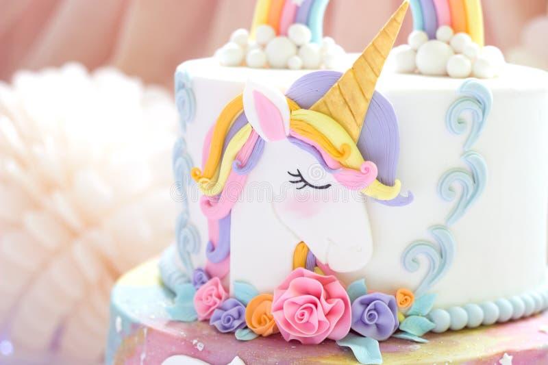 Detalles de una torta del unicornio - cierre del primero del unicornio para arriba imagen de archivo