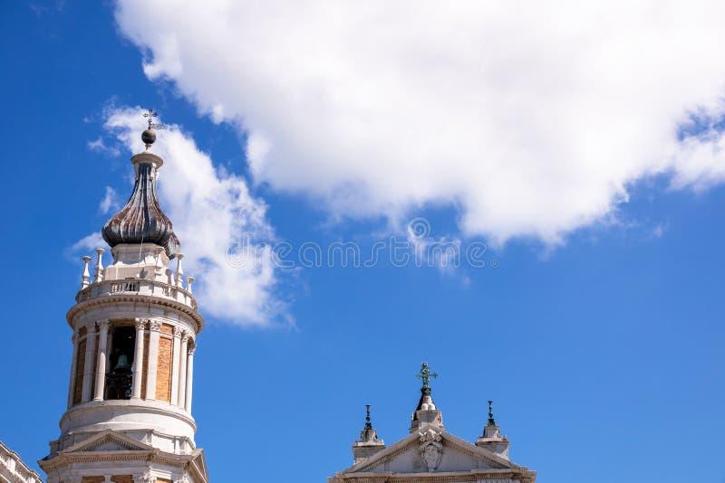 detalles del della Santa Casa de la basílica en Italia Marche foto de archivo libre de regalías