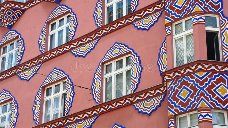 Detalles del edificio hermoso del banco cooperativo anterior, día soleado, Ljubljana, Eslovenia imagen de archivo