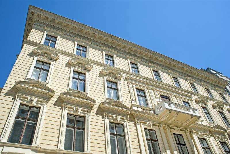 Detalles del edificio tradicional viejo en la ciudad de Budapest imágenes de archivo libres de regalías