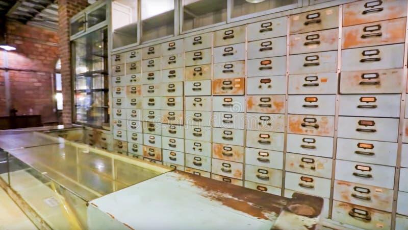 Detalles del gabinete de madera de la medicina china, estante, cajón, medicina herbaria china Fondo médico del vintage con el gab foto de archivo libre de regalías