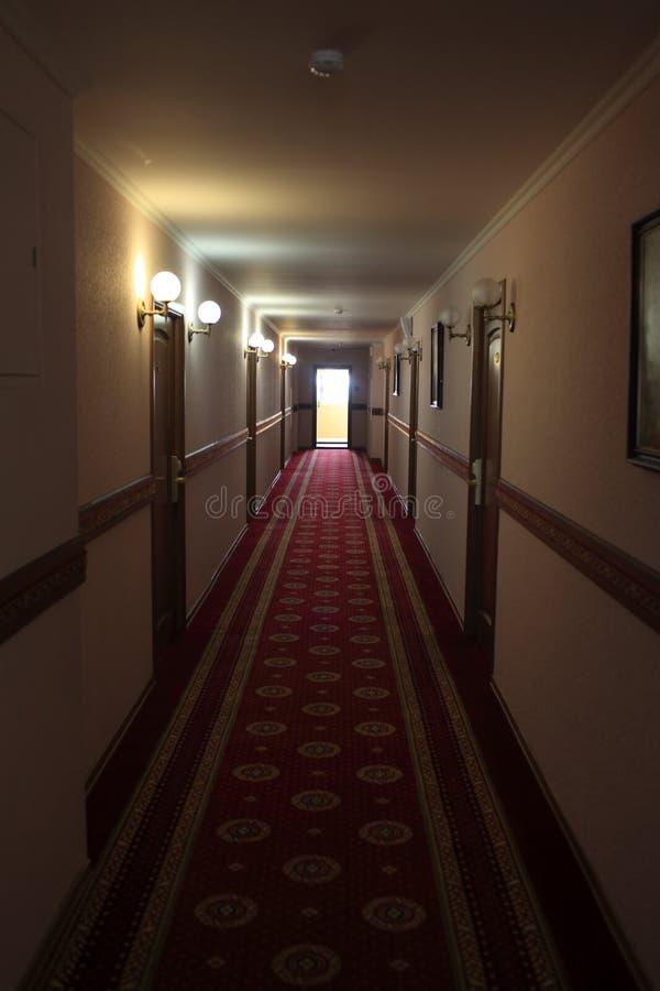 Detalles del pasillo oscuro imagenes de archivo