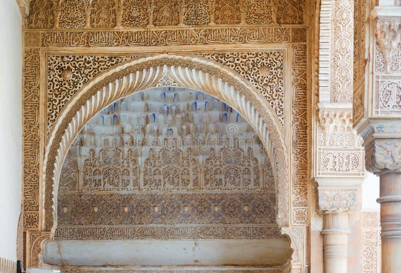 Detalles del patio de los mirtos en Alhambra fotos de archivo