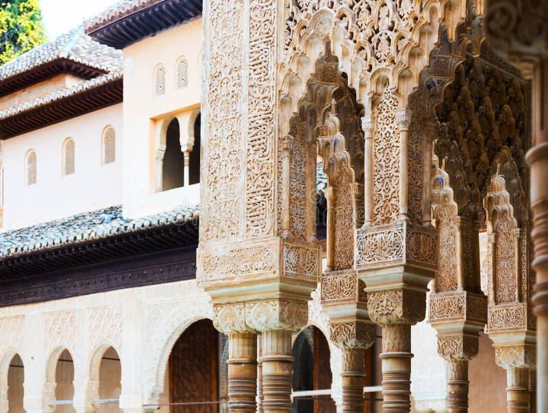 Detalles del patio del LionsPatio de los Leonesin Alham imagenes de archivo