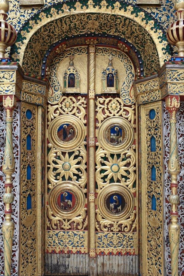 Detalles del portal de una iglesia imagen de archivo libre de regalías