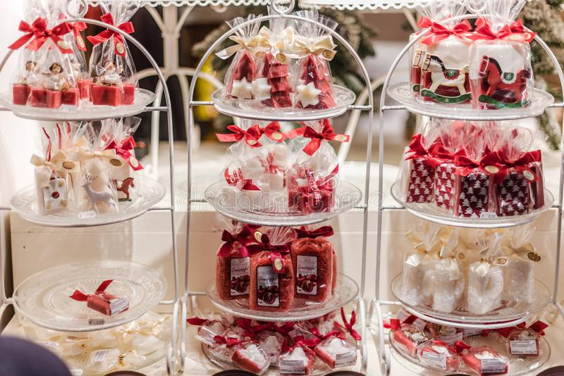 Detalles del quiosco del caramelo del mercado de la Navidad fotos de archivo