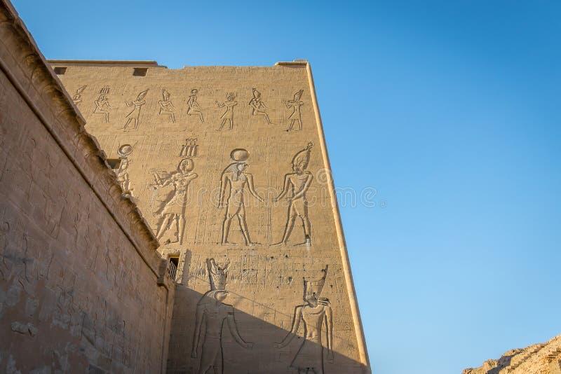 Detalles del templo de Edfu Egipto foto de archivo