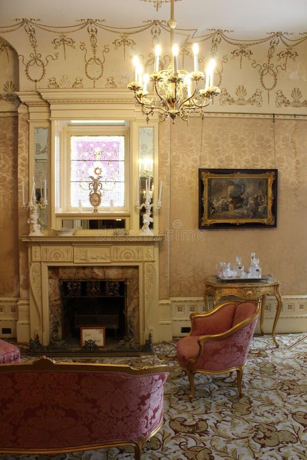 Detalles elaborados en muebles, accesorios y paredes dentro del museo querido de 1890 casas, Cortland, Nueva York, 2018 foto de archivo