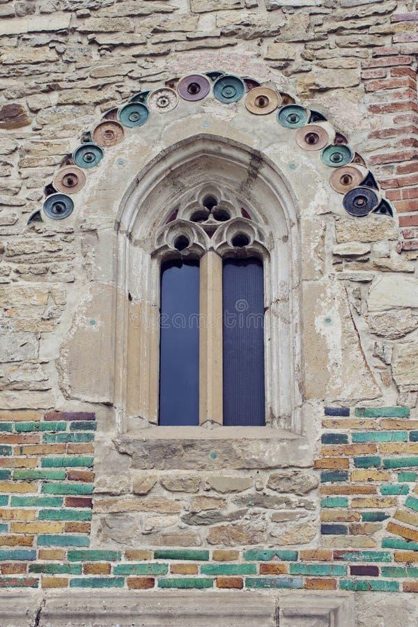 Detalles en la pared y la ventana del monasterio de Neamt en Moldavia, R fotos de archivo libres de regalías