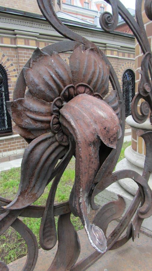 Detalles en una cerca del hierro en St Petersburg, Rusia fotografía de archivo
