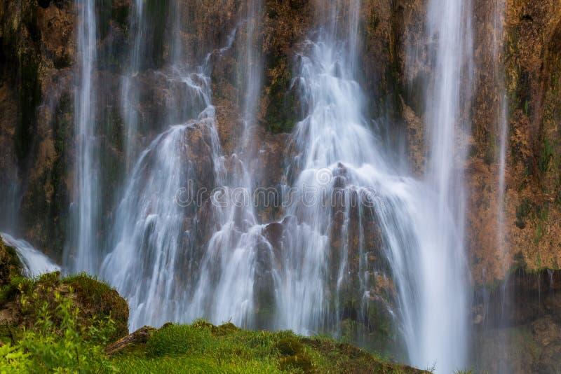 Detalles hermosos de la cascada en parque nacional de los lagos Plitvice imágenes de archivo libres de regalías