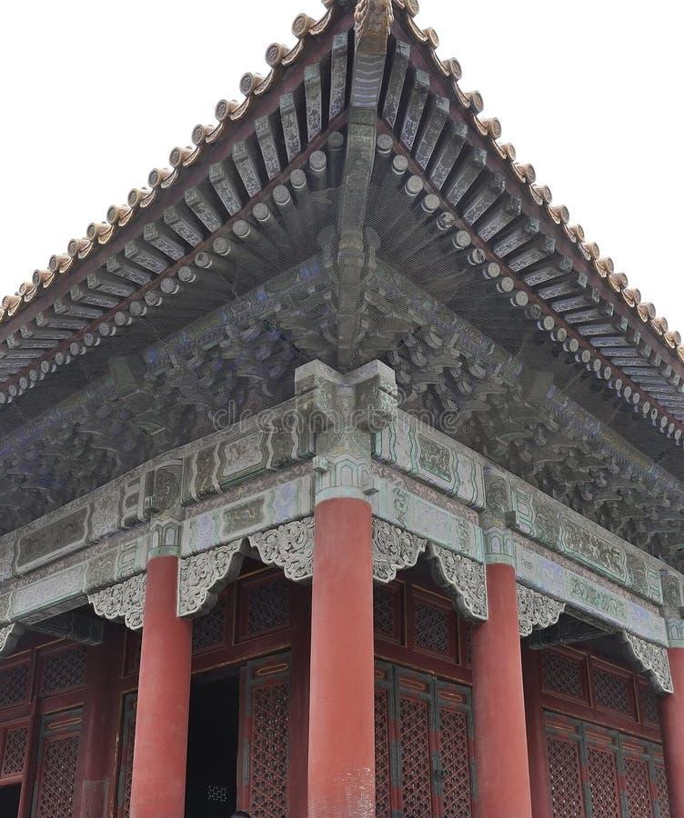 Detalles tallados de los aleros del palacio imperial en la ciudad Prohibida de Pekín fotografía de archivo