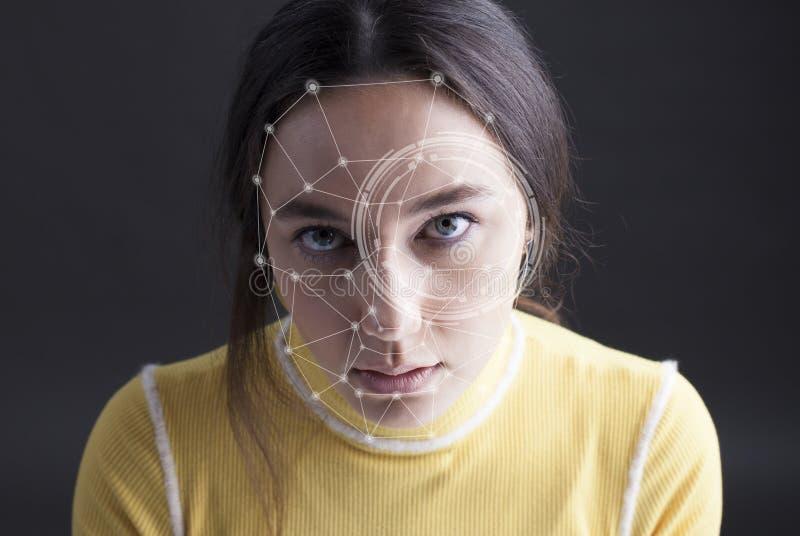 Detecci?n biom?trica de la cara de la mujer de la verificaci?n imagen de archivo libre de regalías