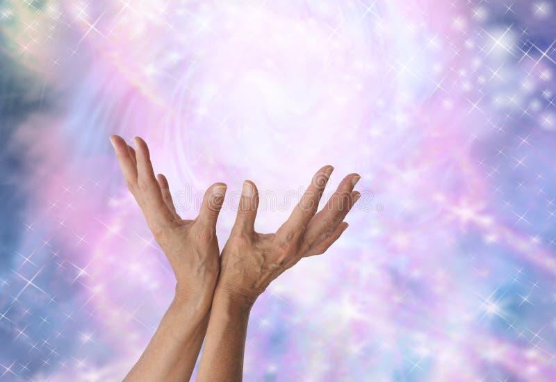 Detectando a energia cura mágica imagem de stock