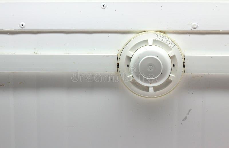 Detector de fumo em um teto foto de stock royalty free