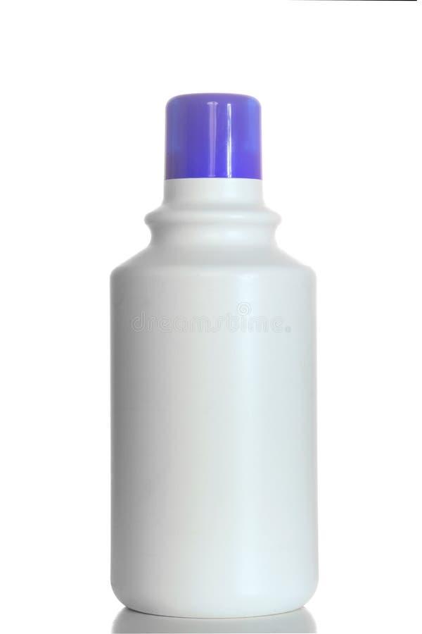 Detergent zeep plastic die flessen op witte achtergrond worden geïsoleerd royalty-vrije stock foto
