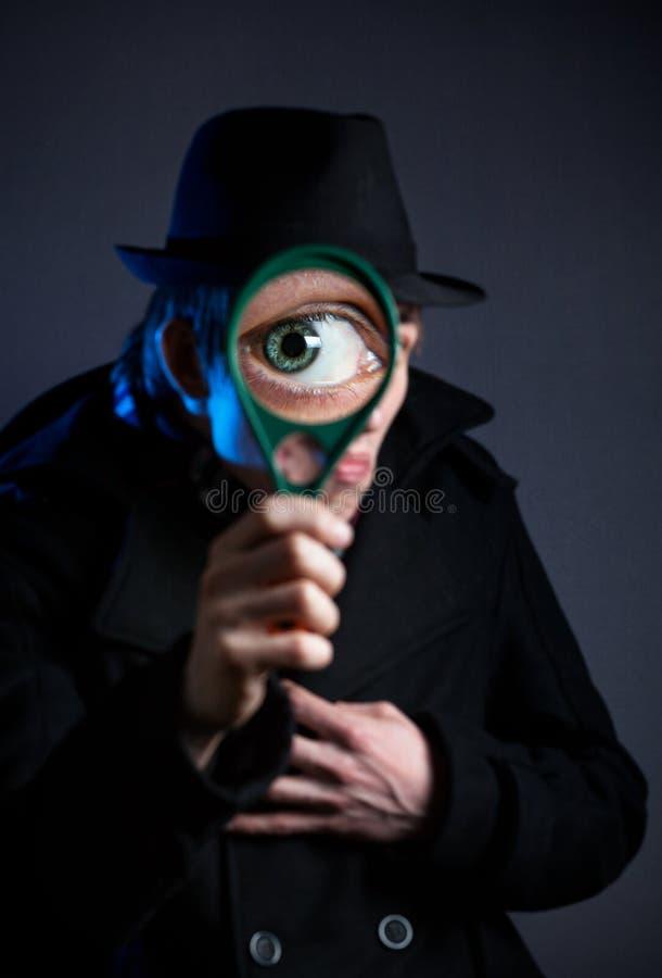 Detetive com vidro do magnifier imagem de stock royalty free
