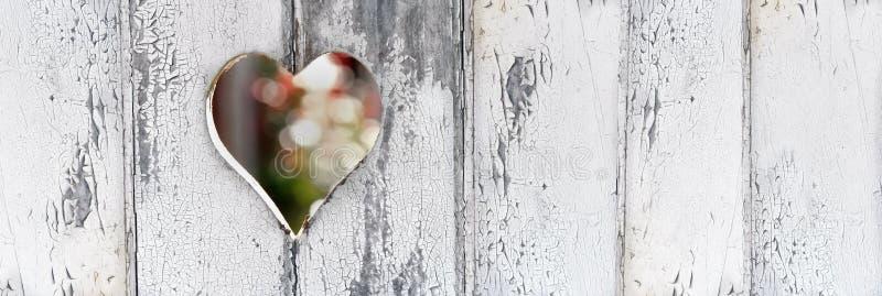 detformade hålet på en vit målarfärg för dörr defreshed royaltyfri fotografi